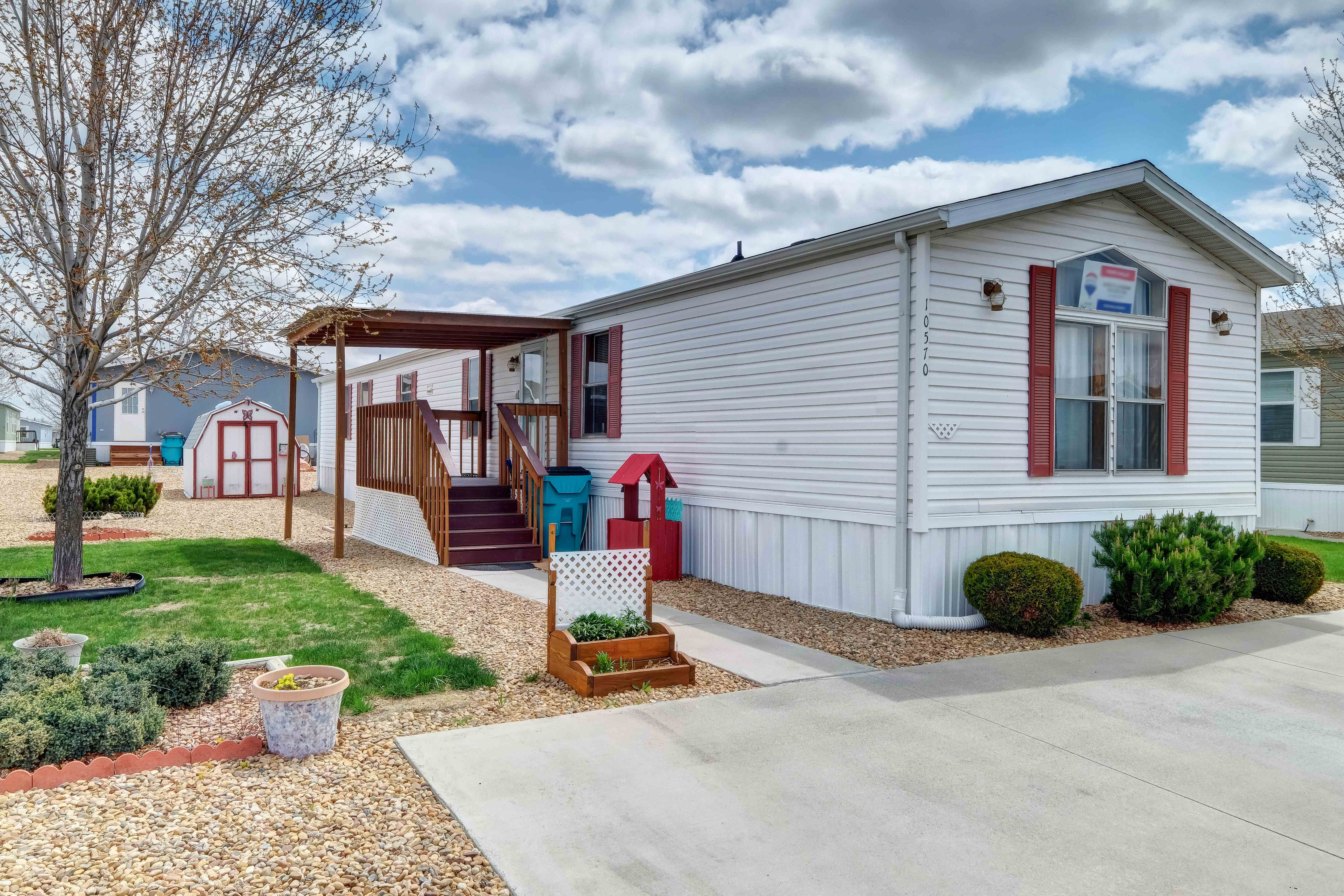 Cute and well-kept mobile / manufactured home in the Eagle Crest community in Firestone, CO.