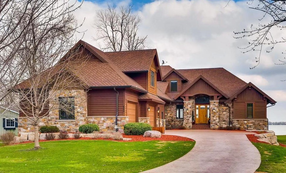 623 N Shore Drive, Forest Lake