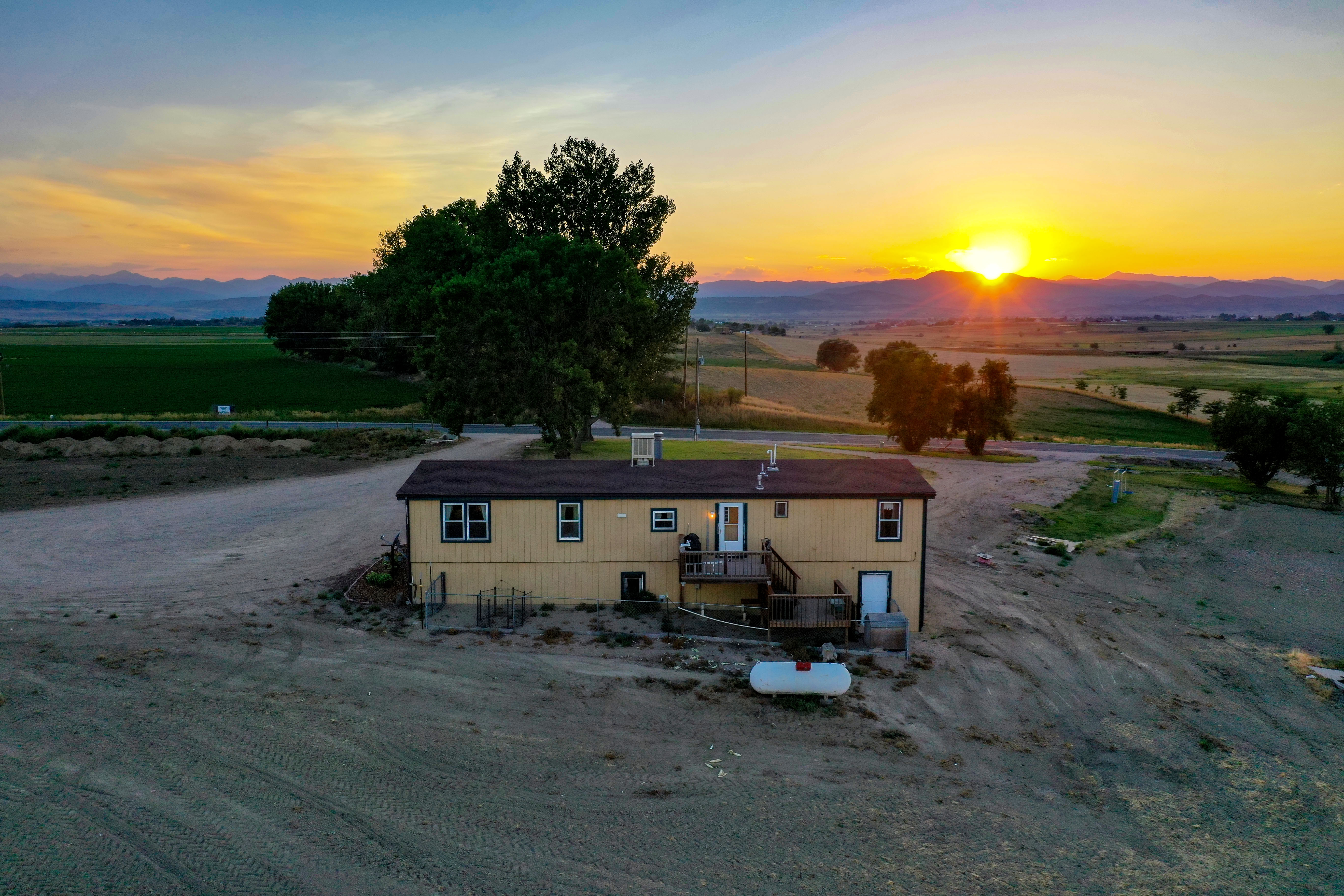 Berthoud farmhome with sunset views!